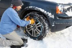 Pneu neige, clouté, chainé : comment s'y retrouver pour circuler sur les routes enneigées?