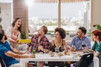 Organisation de repas entre particuliers, chef à domicile... Doit-on payer des impôts?