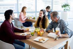 Pause-déjeuner dans les entreprises de plus de 24 salariés: mise à disposition obligatoire d'une salle de restauration aménagée