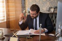 Régler un litige avec un notaire: quelles démarches peut-on envisager?