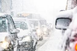 Inondation, tempête, neige: les dispositifs pour éviter une perte de salaire au salarié bloqué