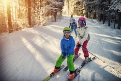 Vacances au ski: conseils pour skier sereinement sur les pistes