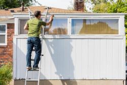 Tour d'échelle : droit de passage chez le voisin pour effectuer des travaux chez soi