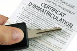 Comment ajouter ou retirer un nom sur un certificat d'immatriculation?