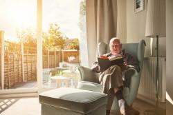 Bien vieillir chez soi: aide de la Carsat et démarches